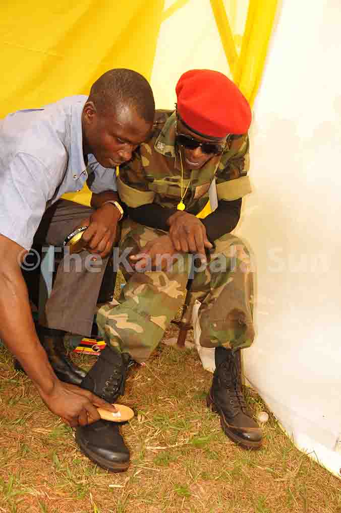 NRM-Final-campaign-rally-a-supporter-brushing-chameleons-shoes-16.02